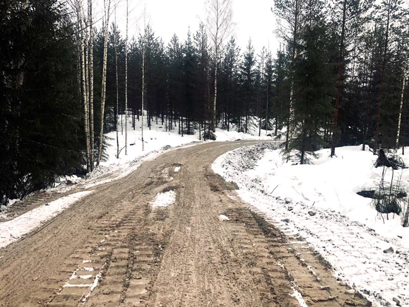 Metsätien tekoa Mäntsälässä Gles Rock murskeella